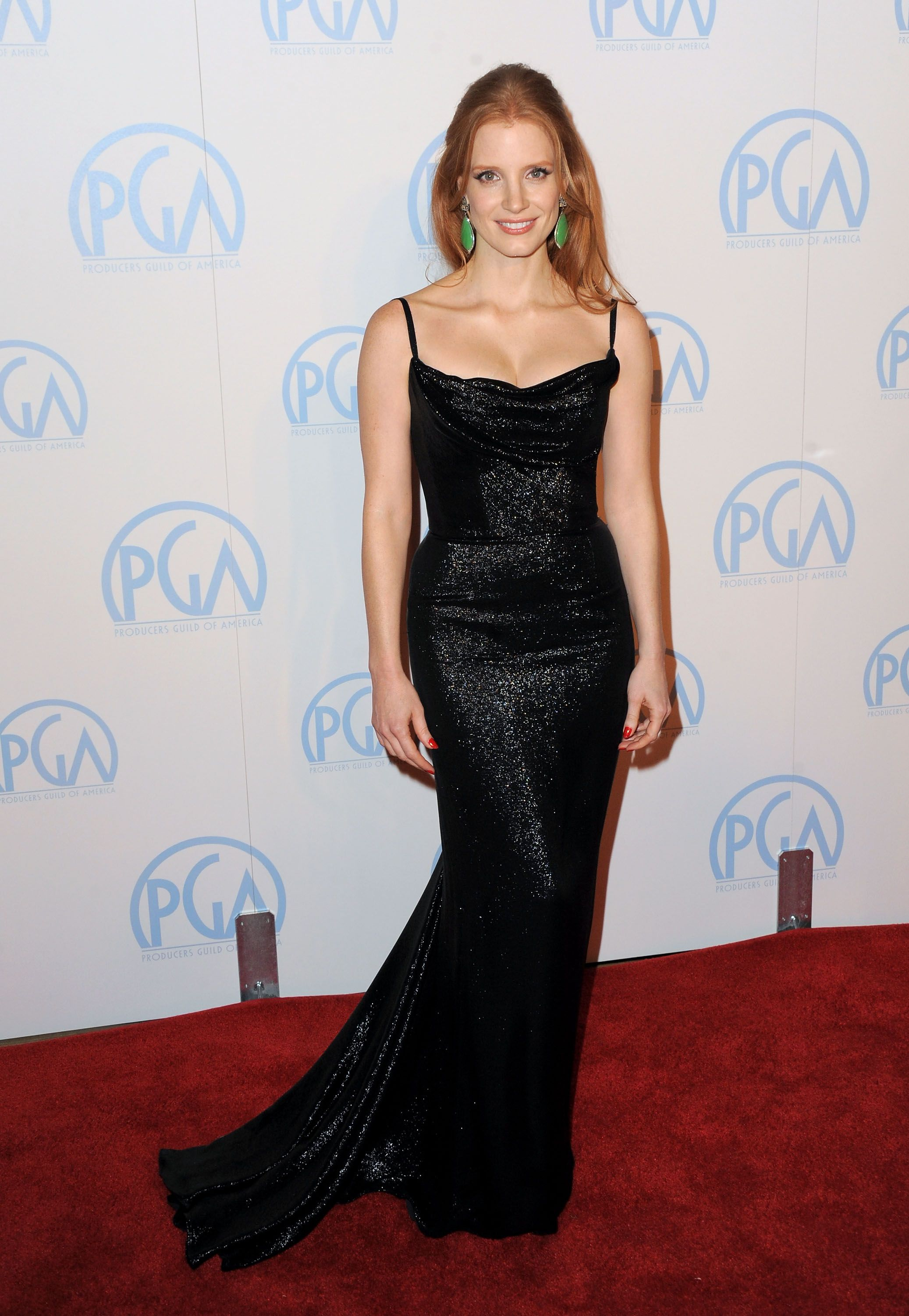 jessica chastain black dress green earrings - Google Search | Black ...