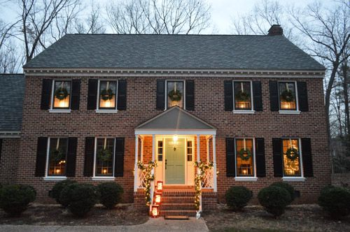outdoor holiday decorating the easy way to hang window wreaths holiday decorating wreaths. Black Bedroom Furniture Sets. Home Design Ideas