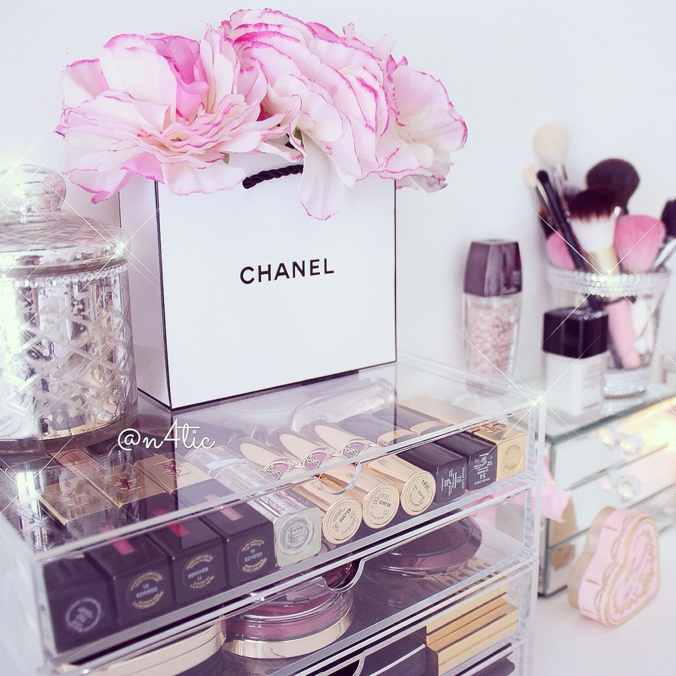 vanity dressingtable chanel ysl dior makeup maquillaje beauty girly pink