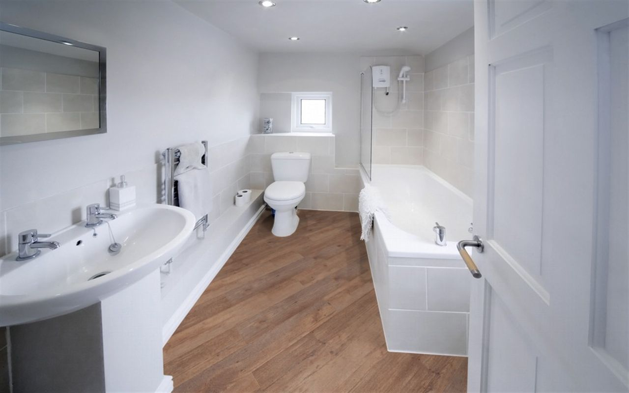 pvc vloer badkamer bathroom parquet badkamer parket pinterest