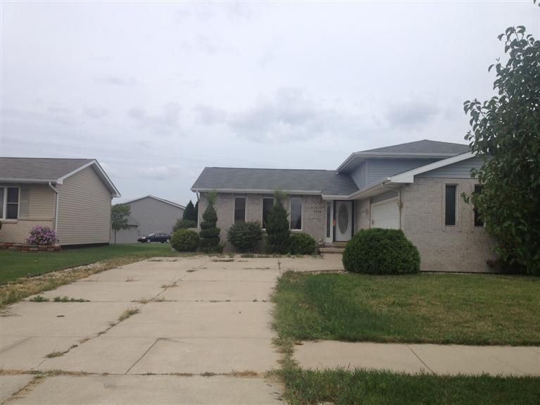 Home For Sale 1334 West 83rd Ave Merrillville In 46410 Home Home Values Outdoor Decor