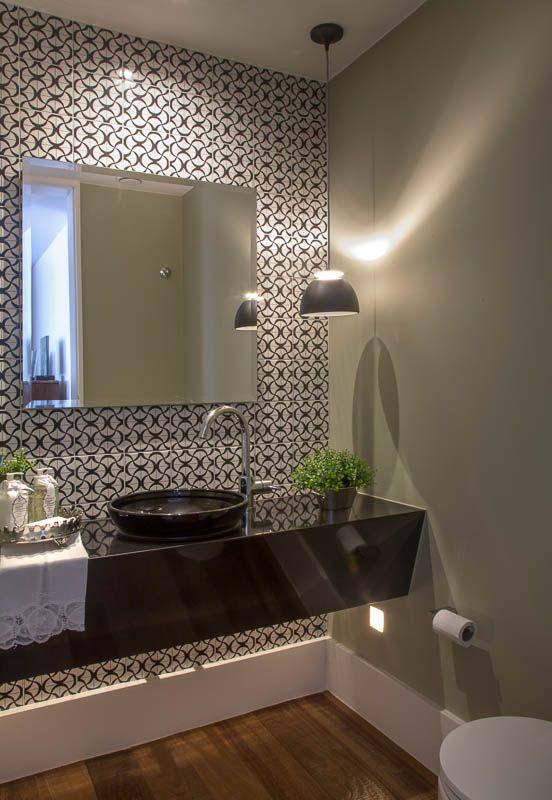 Lavabo com bancada preta e torneira lateral Lavabos e Banheiros - lavabos pequeos