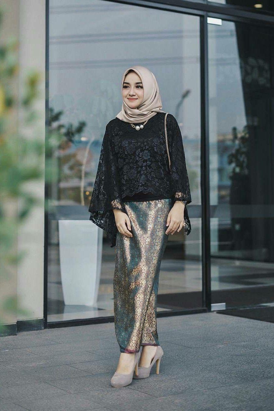 Tutorial Hijab Dengan Baju Brokat  Kursus hijab, Wanita, Model