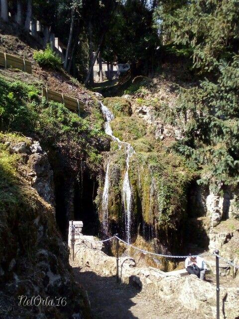 Vittoriale ~ La valletta formata dai corsi dei torrenti dell'Acquapazzae dell'Acquasaviache si uniscono a valle nel laghetto delle Danzea forma di violino.