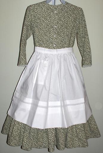 Pioneer clothes: long pioneer skirt, pioneer apron, pioneer bonnet ...