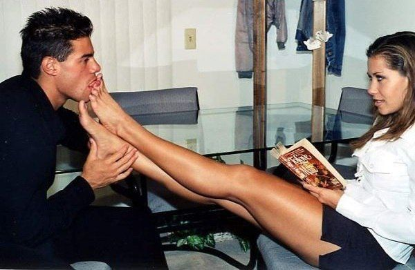 Фото где парни целуют ноги девушкам, русское порно в парке пацана на секс