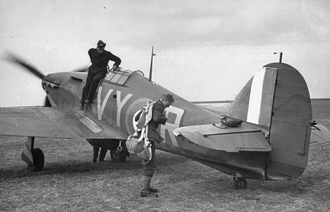 Pilot Officer Albert Gerald Lewis Dfc Preparing To Take Off In Hurricane P2923 Vy R Battle Of Britain 1940 Wwii Aircraft Battle Of Britain Hawker Hurricane