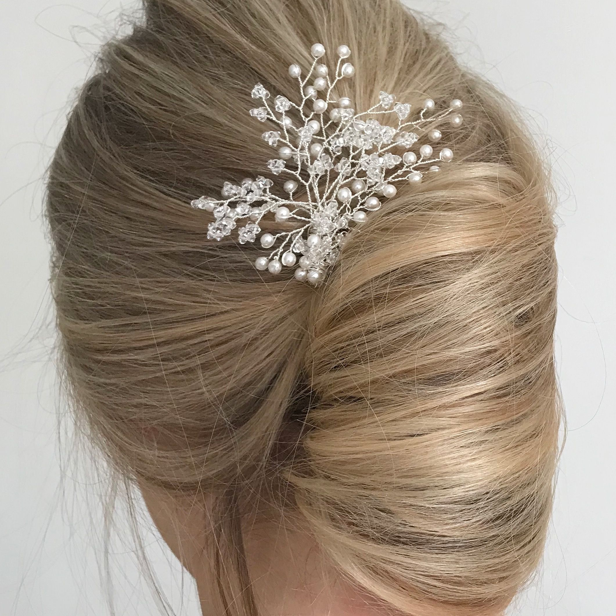 love this simple pleat , wedding hair that looks pretty