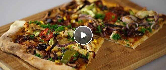 Texas BBQ Pizza recipe: But I'm pinning it because of the BBQ-sauce recipe, which is absolutely delicious! [recipe in Dutch]
