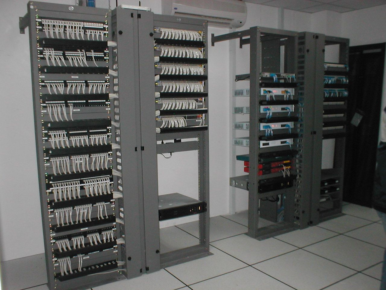 hight resolution of rack patch panel and switched separated
