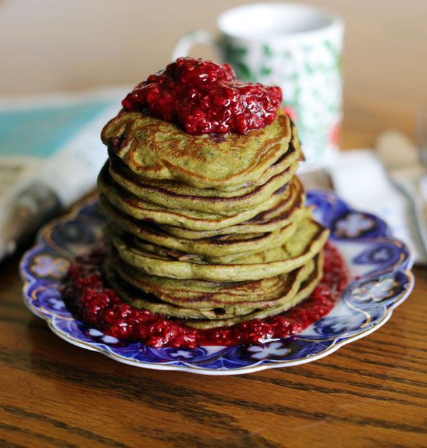 Wake up energized with plant-based protein, clean caffeine, fiber, and a sweet superfood topping. These tasty, nutritious pancakes will give you a balanced start to your day.