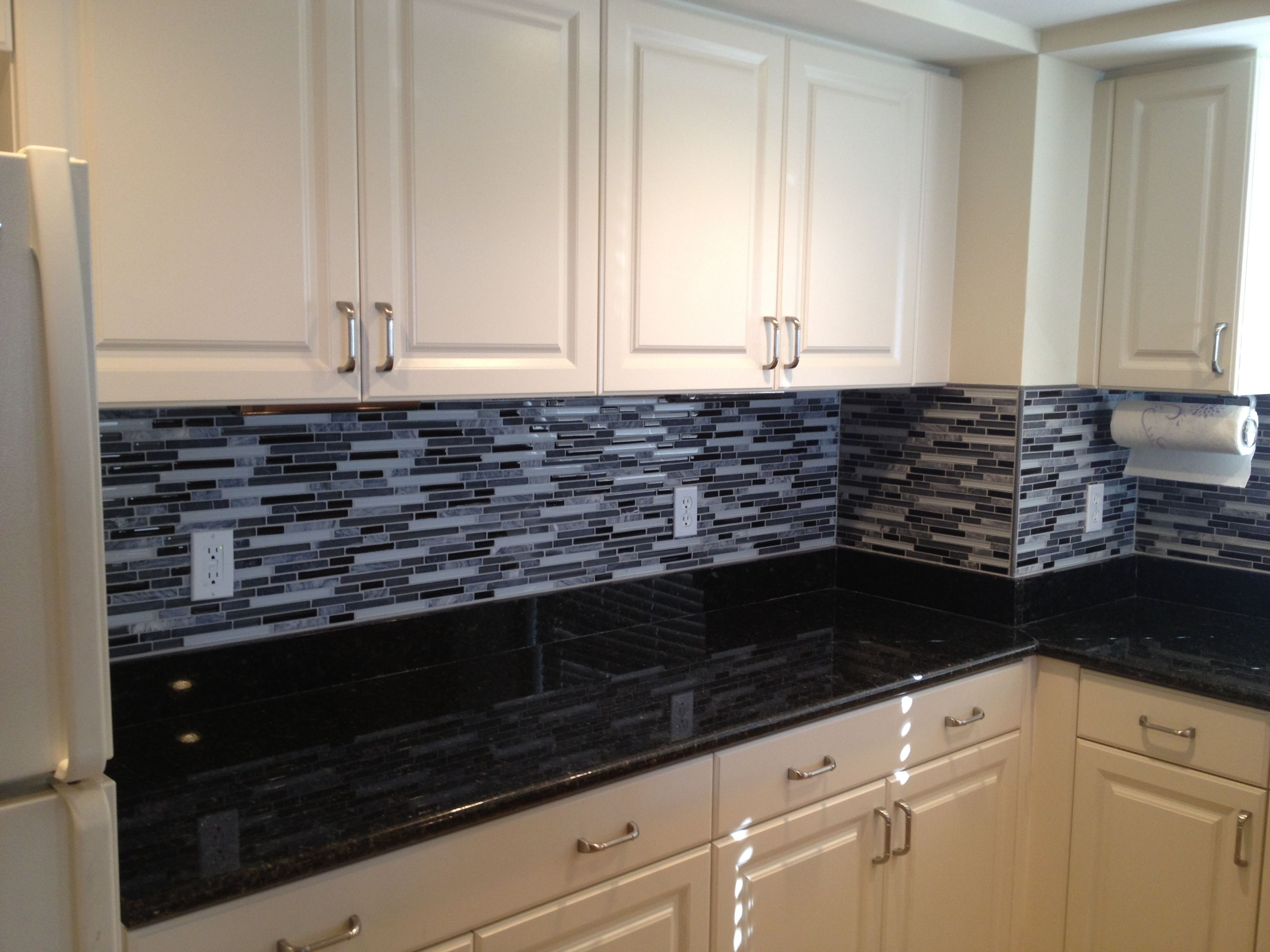 Classic Black And White Kitchen  The Glass And Stone Linear Backsplash  Really Brings It