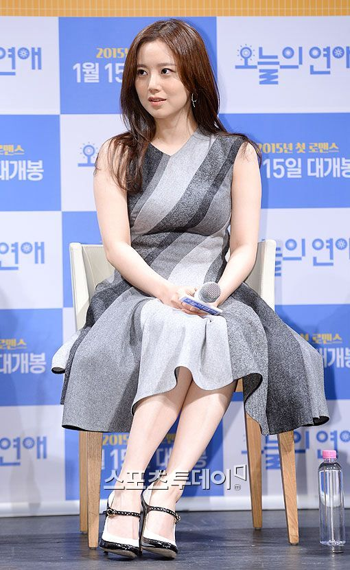 moon chae won feet