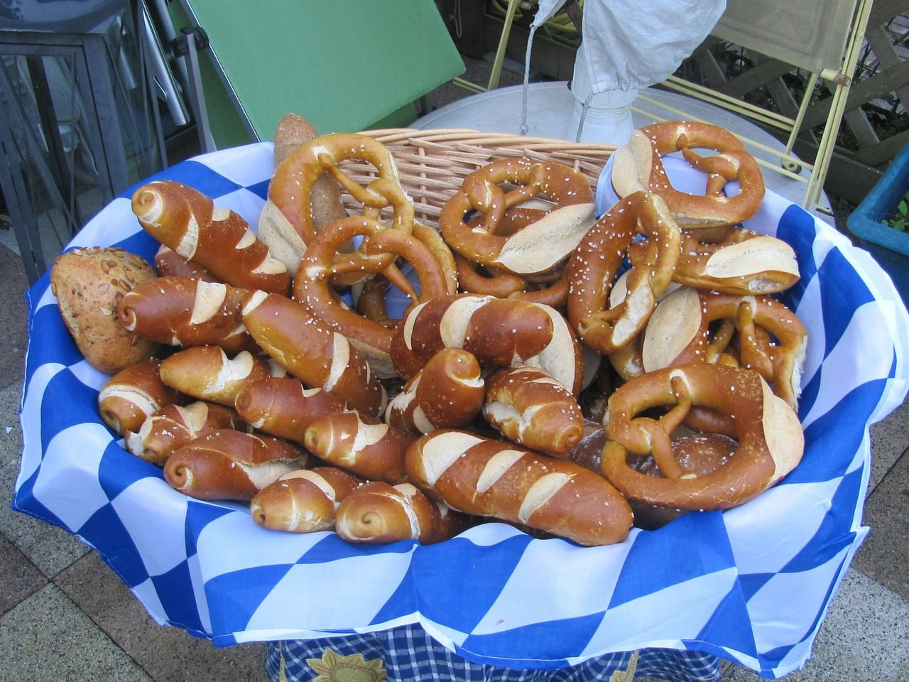 Oktoberfest Mottoparty Germany Pretzels Oktoberfest Deco October Germany Pretzels