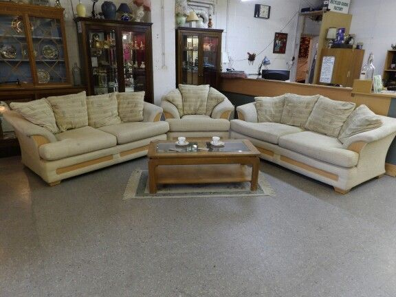 Cream Sofa Suite, 3 + 2 Seater & Arm Chair, Some marks but overall vgc, £195, Local Delivery Service Available, 5000 sq ft shiwroom OPEN 7 Days a week (PC8910)
