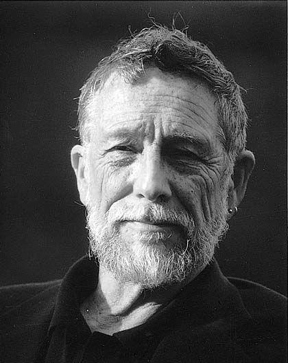 Gary Snyder (San Francisco, 1930) è premio Pulitzer e firmatario della Carta per la Terra e per l'Uomo