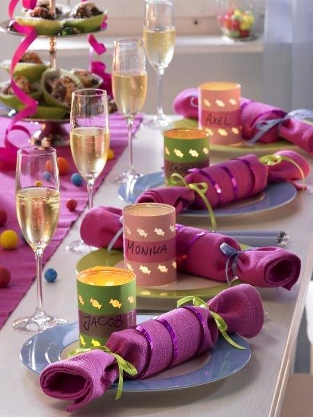 Mesa de Nochevieja colorida