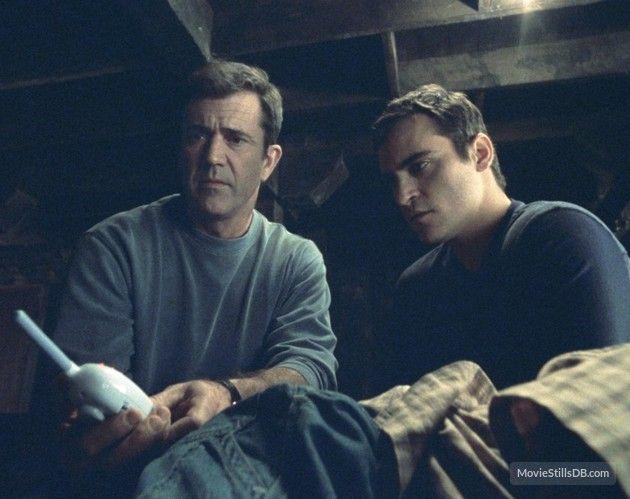 Signs Publicity Still Of Joaquin Phoenix Mel Gibson Mel Gibson Joaquin Phoenix Joaquin