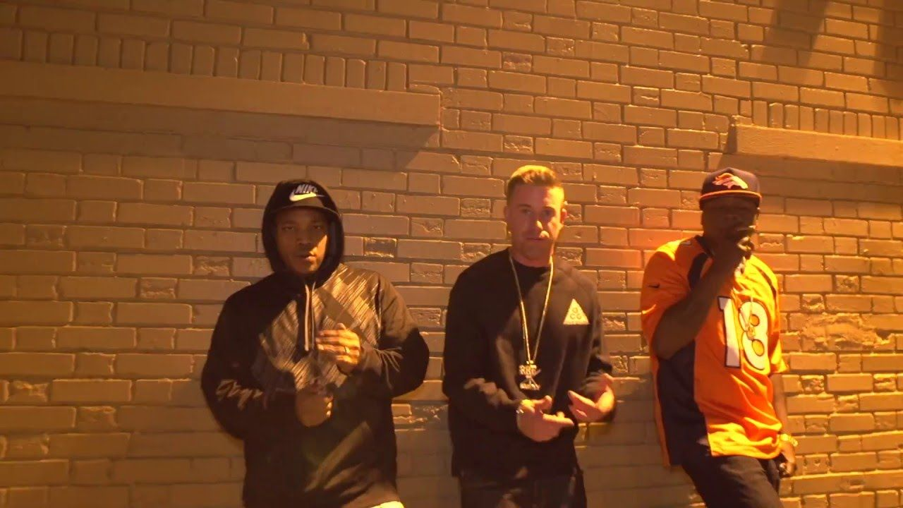 IZM White - Signs of the Times (feat. Sheek Louch) [Official Music Video]