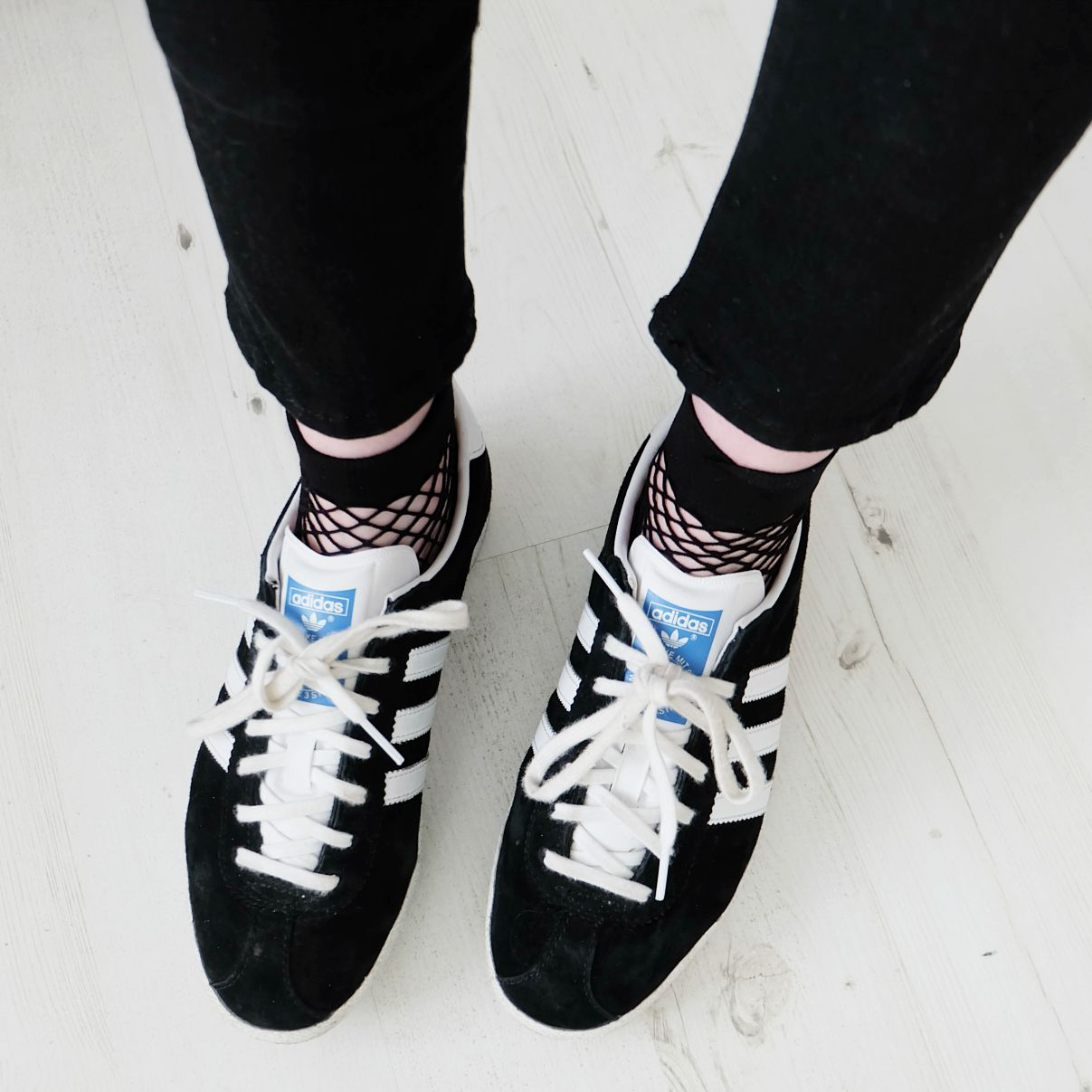 Adidas gazelle °° fishnet socks | Outfits adidas, Gazelle