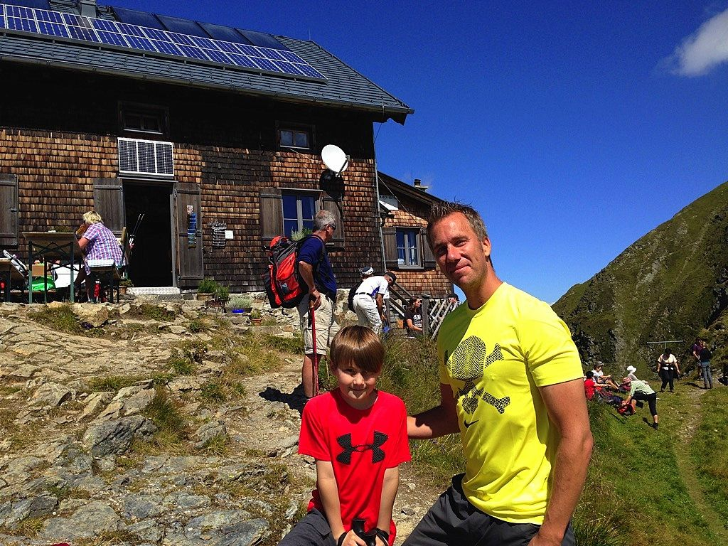 Eine erlebnisreiche Hiking Gipfel Tour im vorderen Zillertal vom Spieljoch über Gartalm, Kapelle Kreuzjoch zur OEAV Kellerjoch Hütte in den Tuxer Alpen.