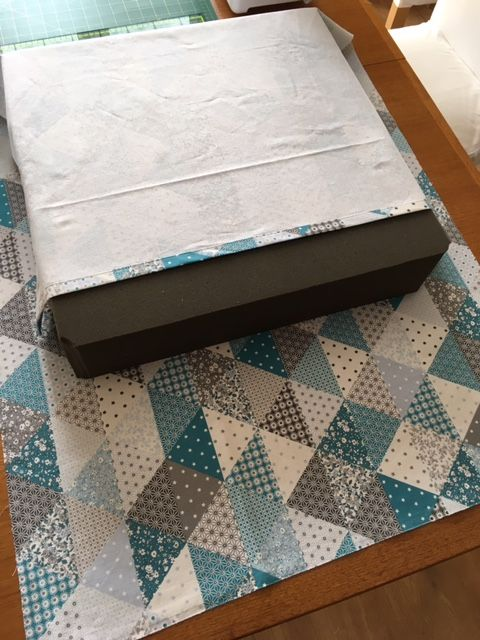 j 39 avais envie de recouvrir un gros coussin de sol carr en mousse achet il y a des ann es mais. Black Bedroom Furniture Sets. Home Design Ideas