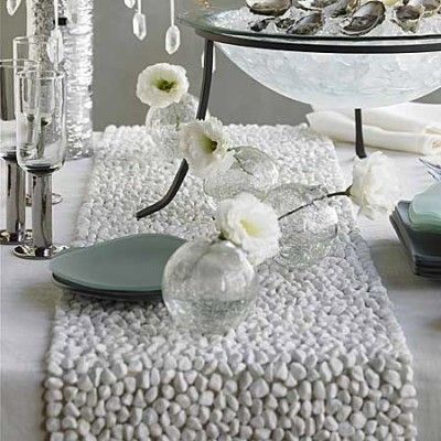 White Flowers And Clear Bulbs Table Runners Table White Table