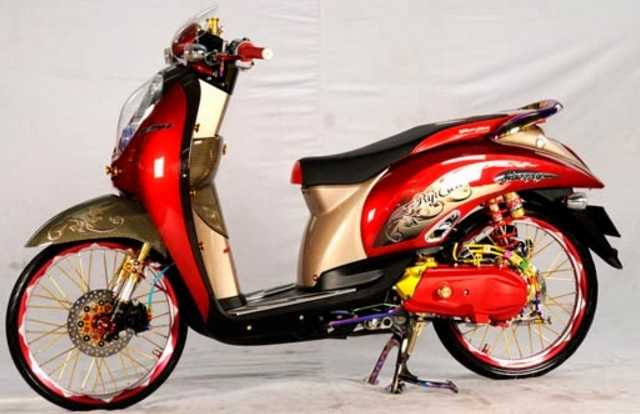 Modifikasi Honda Scoopy FI Ring 17 Retro