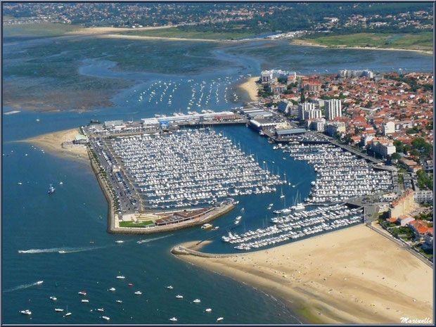 Arcachon son port de plaisance et son quartier de l 39 aiguillon avec en toile de fond les ports - Restaurant arcachon port de plaisance ...