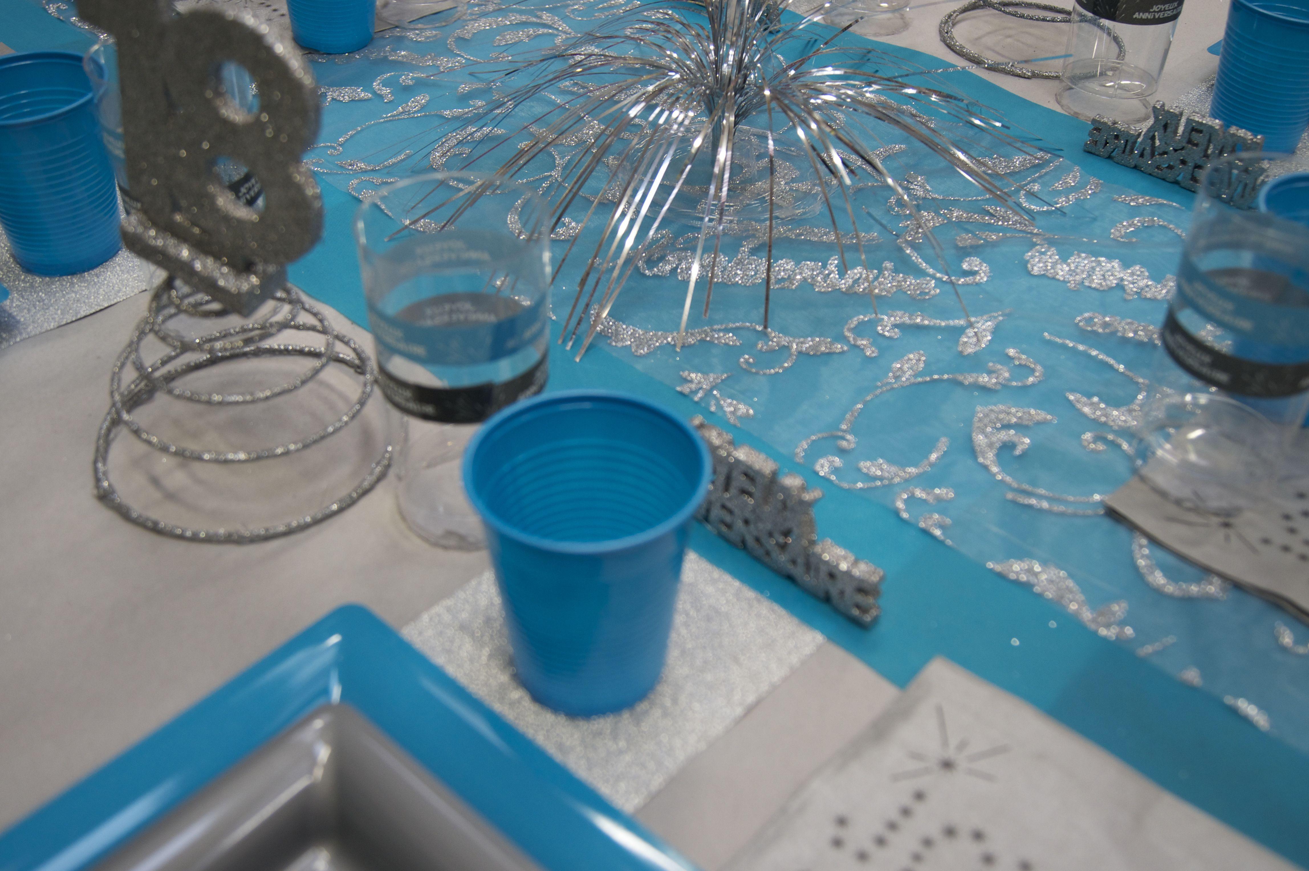 D coration de table anniversaire bleu gris legeantdelafete - Deco de table bleu et gris ...