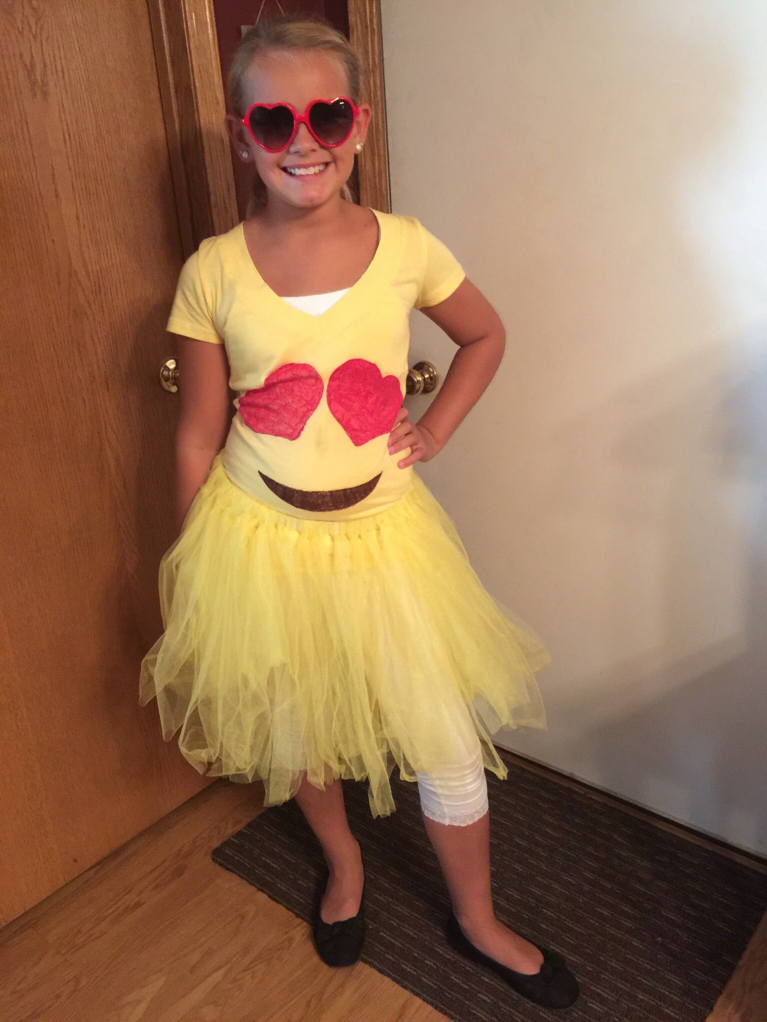 Emoji costume pinterest projects i 39 ve done pinterest for Cool halloween costumes for kids girls