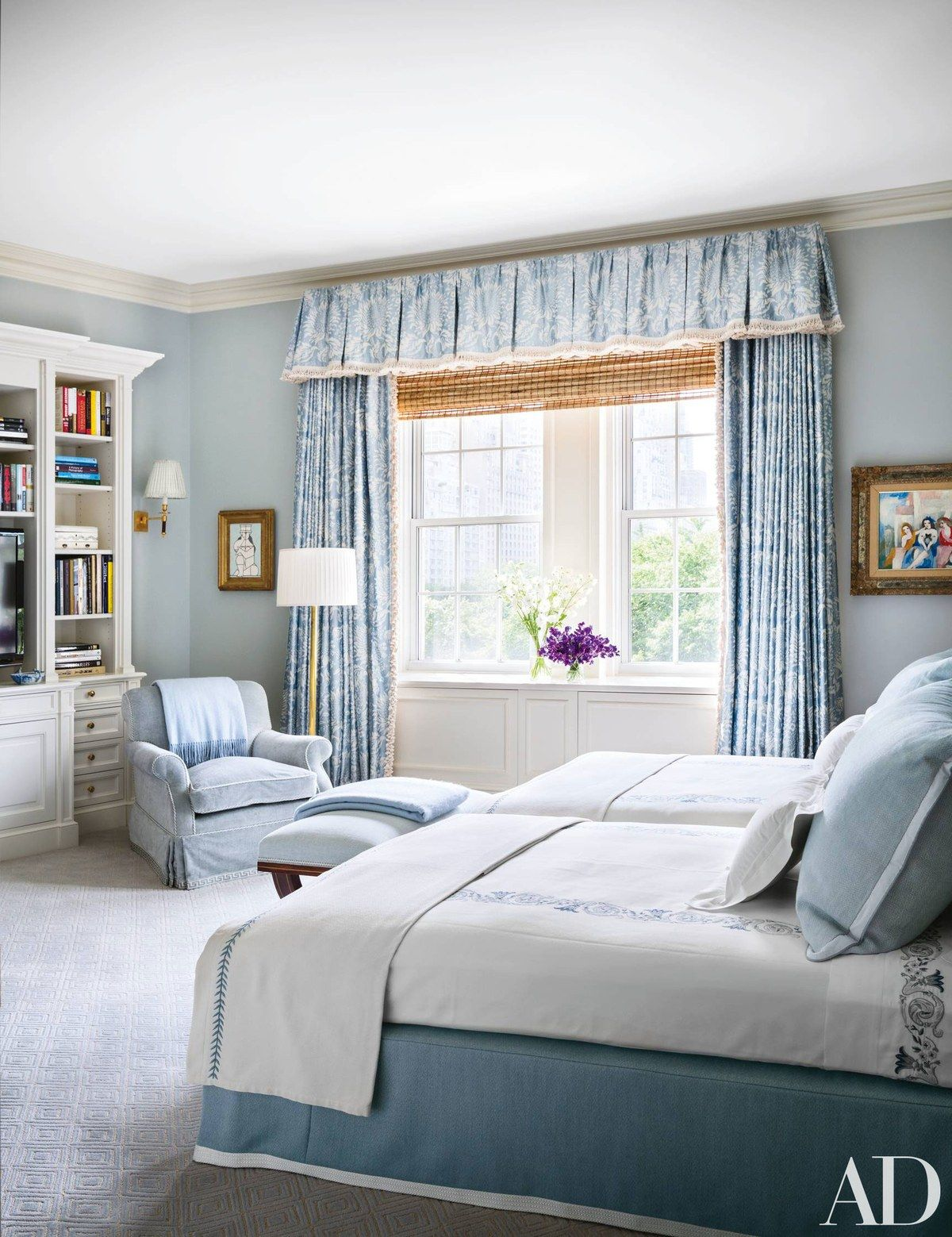 Twin Bed Hotel Room: How To Decorate With Two Twin Beds