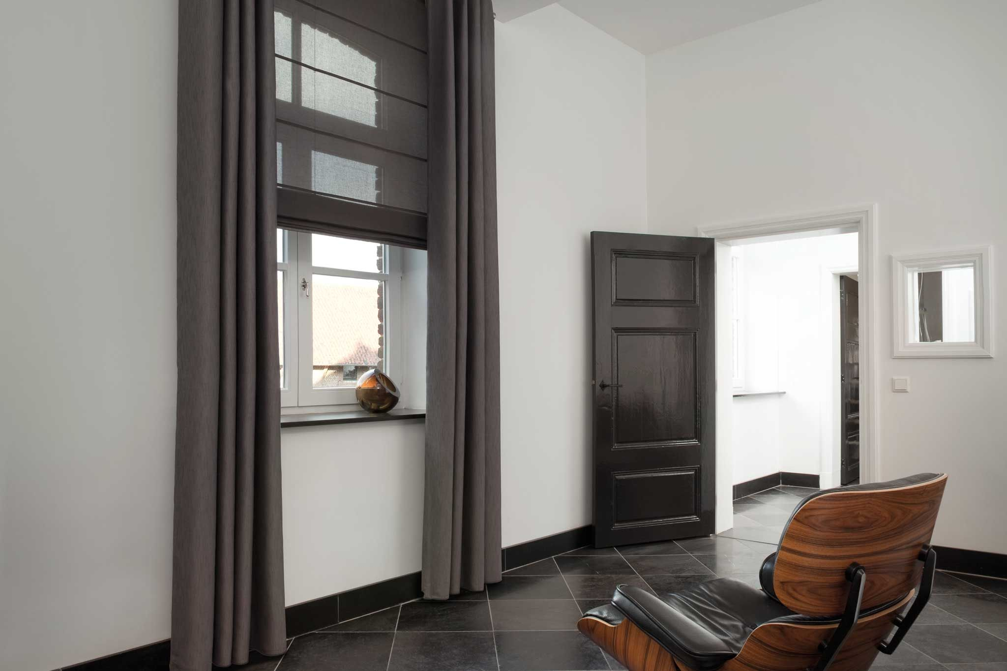 Grijze #gordijnen en vouwgordijn van Toppoint. #grey #curtains ...