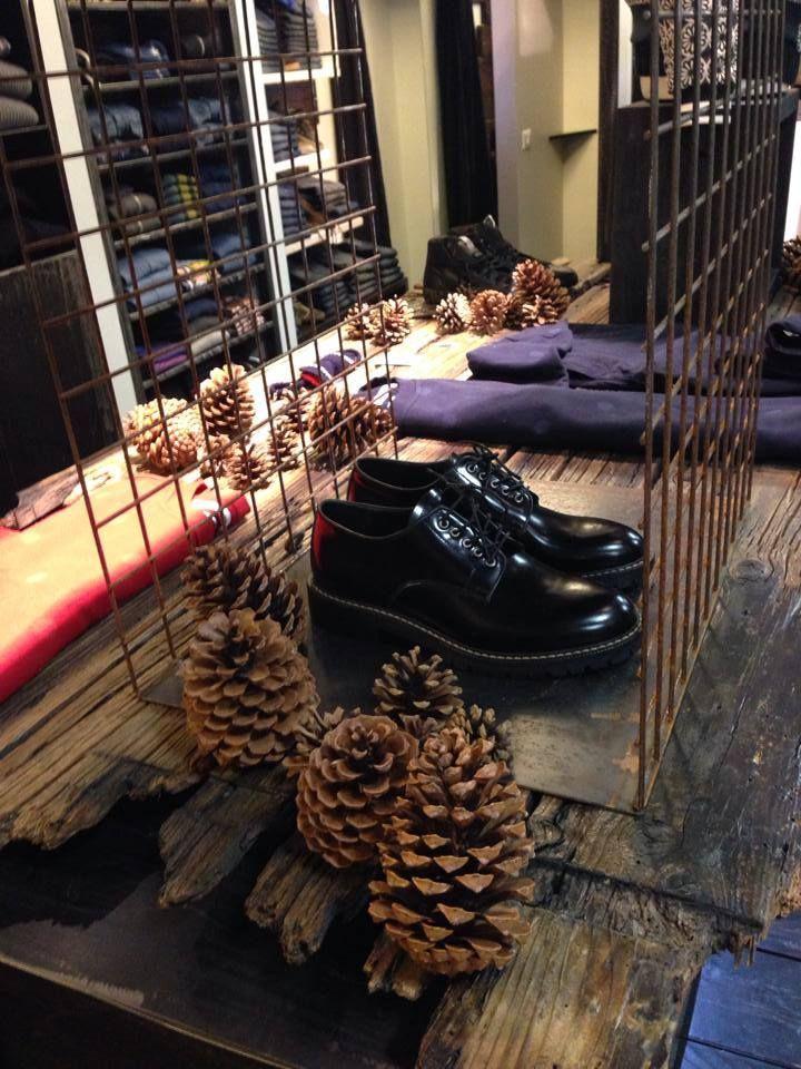 finest selection d0cfc 0eacb Leather Crowns.. al negozio Emma di Padova   Showrooms love ...