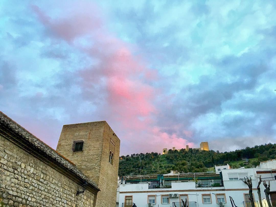 Una vista desde el barrio de la Magdalena de #Jaén con el #Castillo de Santa Catalina al fondo.