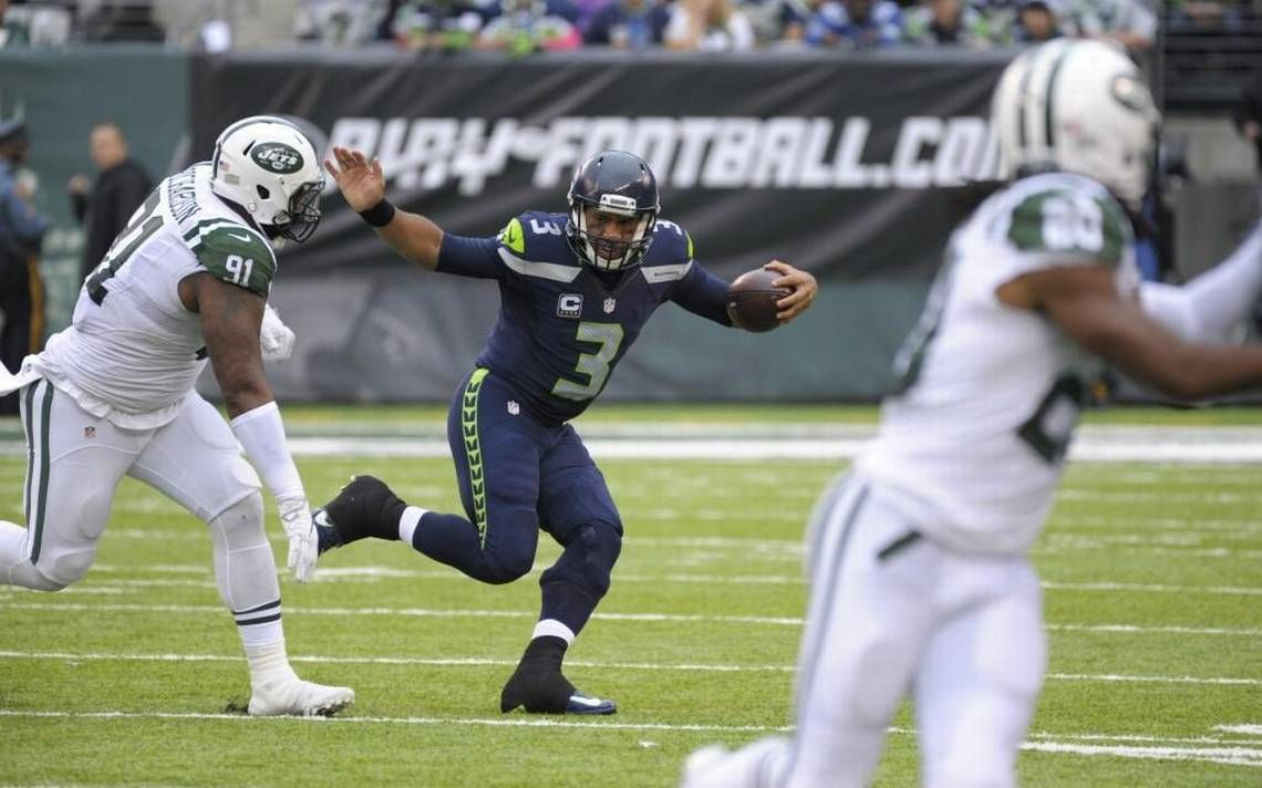 Russell Wilson Resting His Injuries During This Seahawks Bye Yeah Right Seahawks Russell Wilson Nfl Seahawks