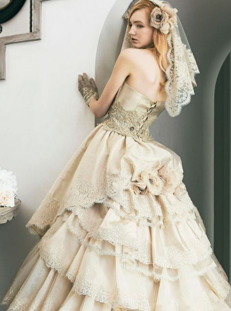 lace gold jill stuart wedding dress Vintage Wedding Gown Dramatic ...