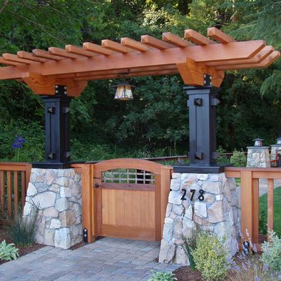 Traditional landscape craftsman style design pictures for Craftsman style trellis