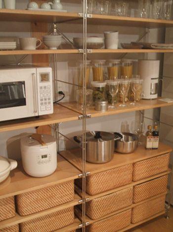 実は名作揃い 無印良品の家具 雑貨を取り入れたインテリア キナリノ 無印良品 ユニットシェルフ キッチン 無印キッチン収納 無印良品 収納 キッチン