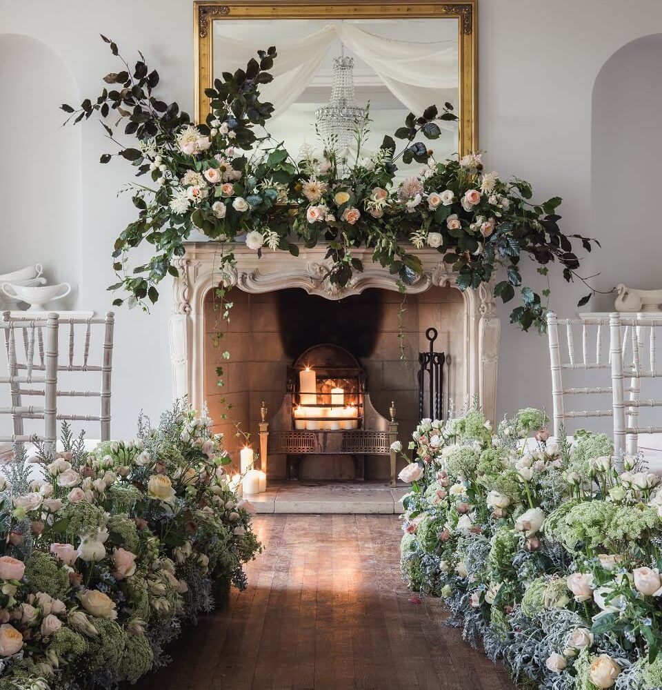 Mantle Wedding Altar: Ideas To Choose The Wedding Flowers For Fireplace