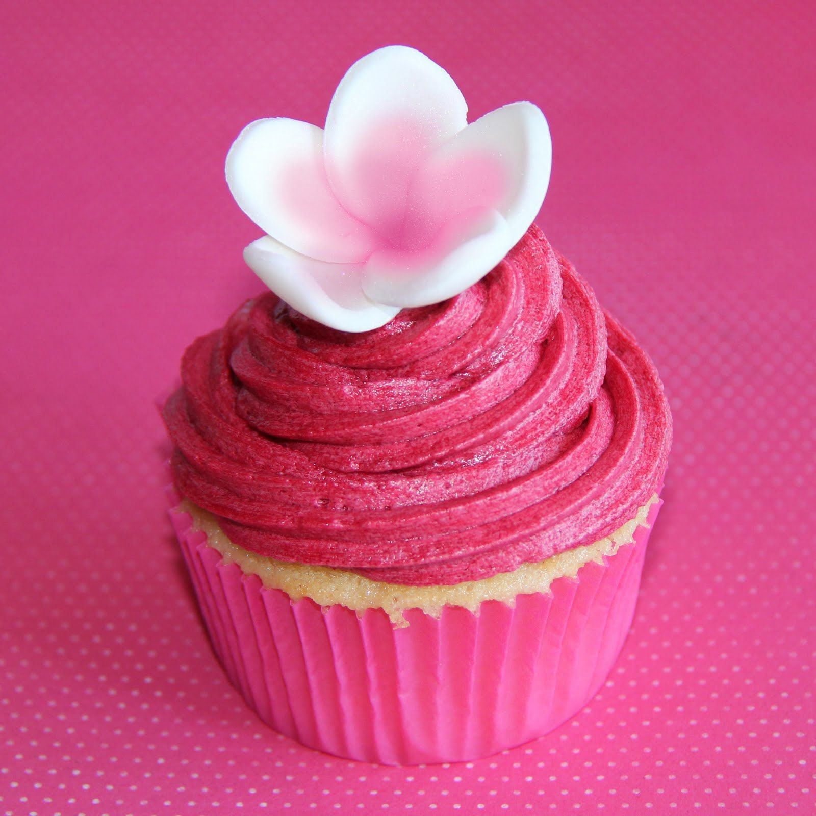 Pink Flower Cupcakei Repinned This Just Because This Icing Is