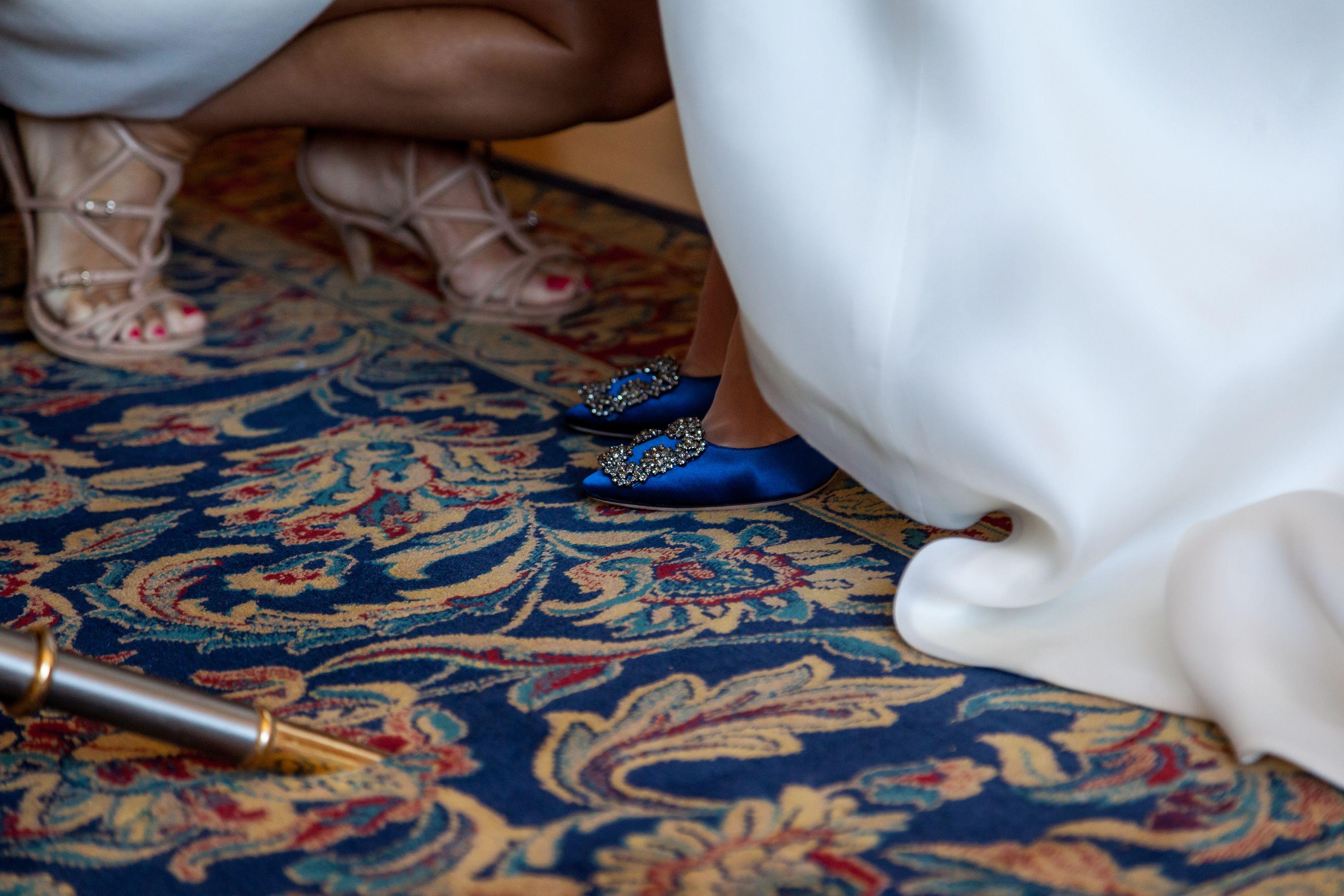 Esta fotografía de @rafaelpalaciofotografo descubrió la sorpresa que Mercedes escondía tras su vestido: estos fabulosos zapatos de Manolo Blahnik. ¡Nos encantan!