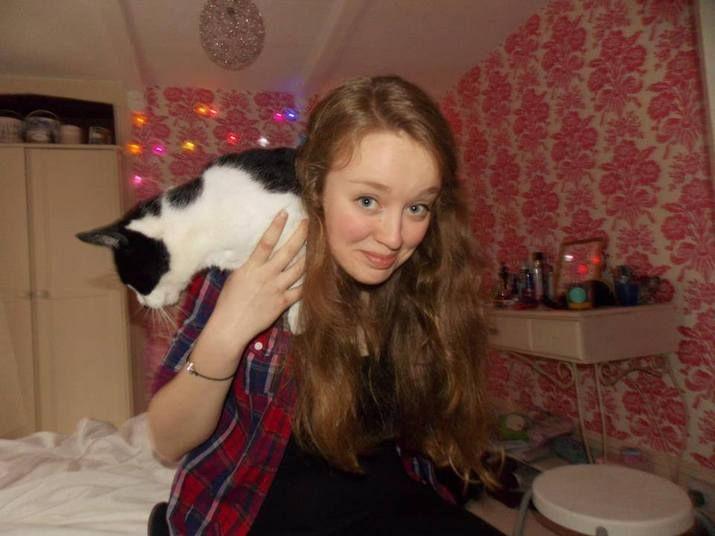 Há cerca de um ano, a adolescente Izzy Dix (14 anos) foi encontrada morta em seu próprio quarto. Moradora da pequena cidade de Brixham (Reino Unido), a jovem se tornou mais uma das vítimas de bullying a tirar a própria vida após sofrer com o bullying nas redes sociais. Saiba mais sobre o caso!
