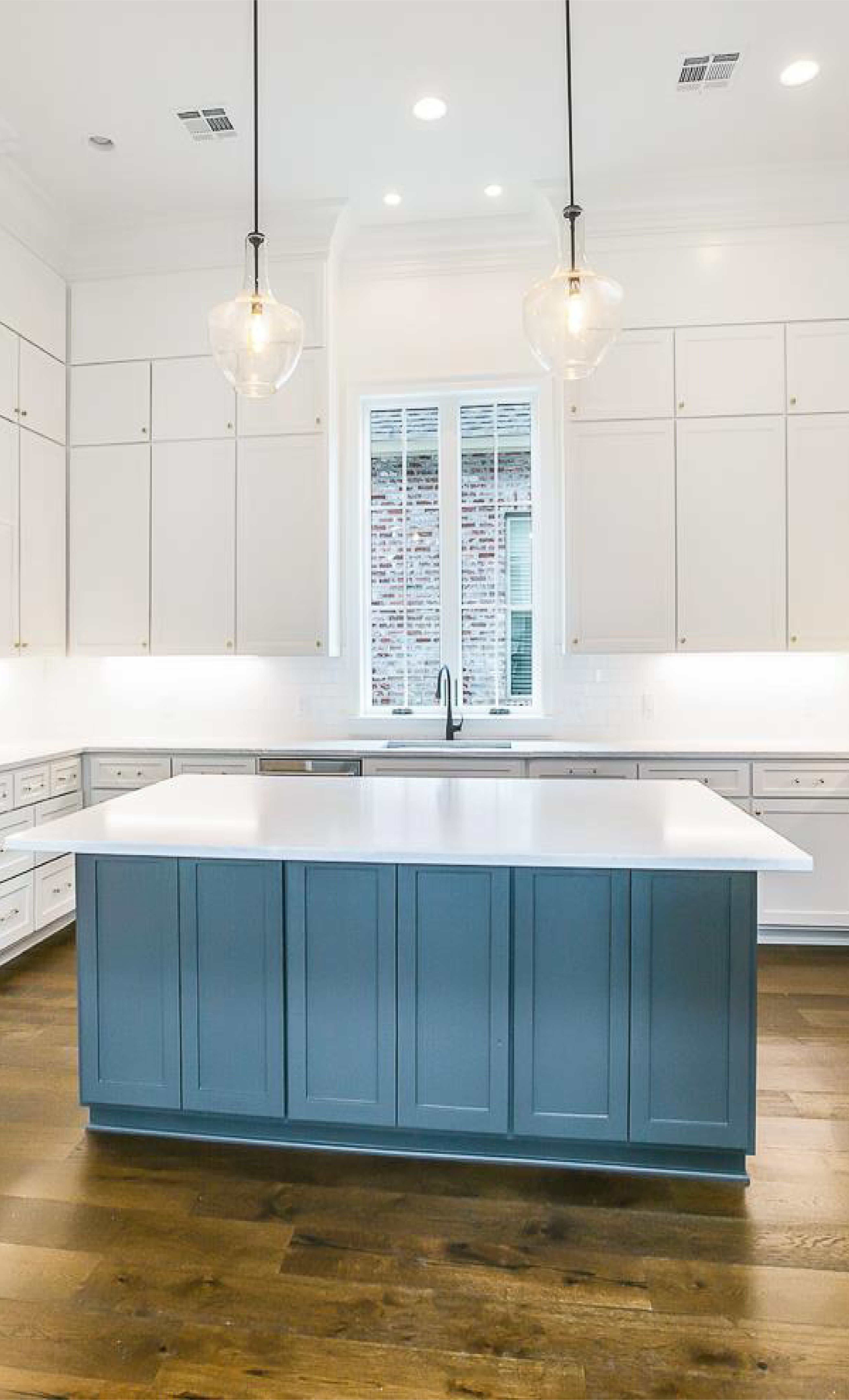 This Baton Rouge La Home Features A Spacious Modern Kitchen With Walls Of Custom Cabinetry In 2020 Modern Kitchen Home Kitchen