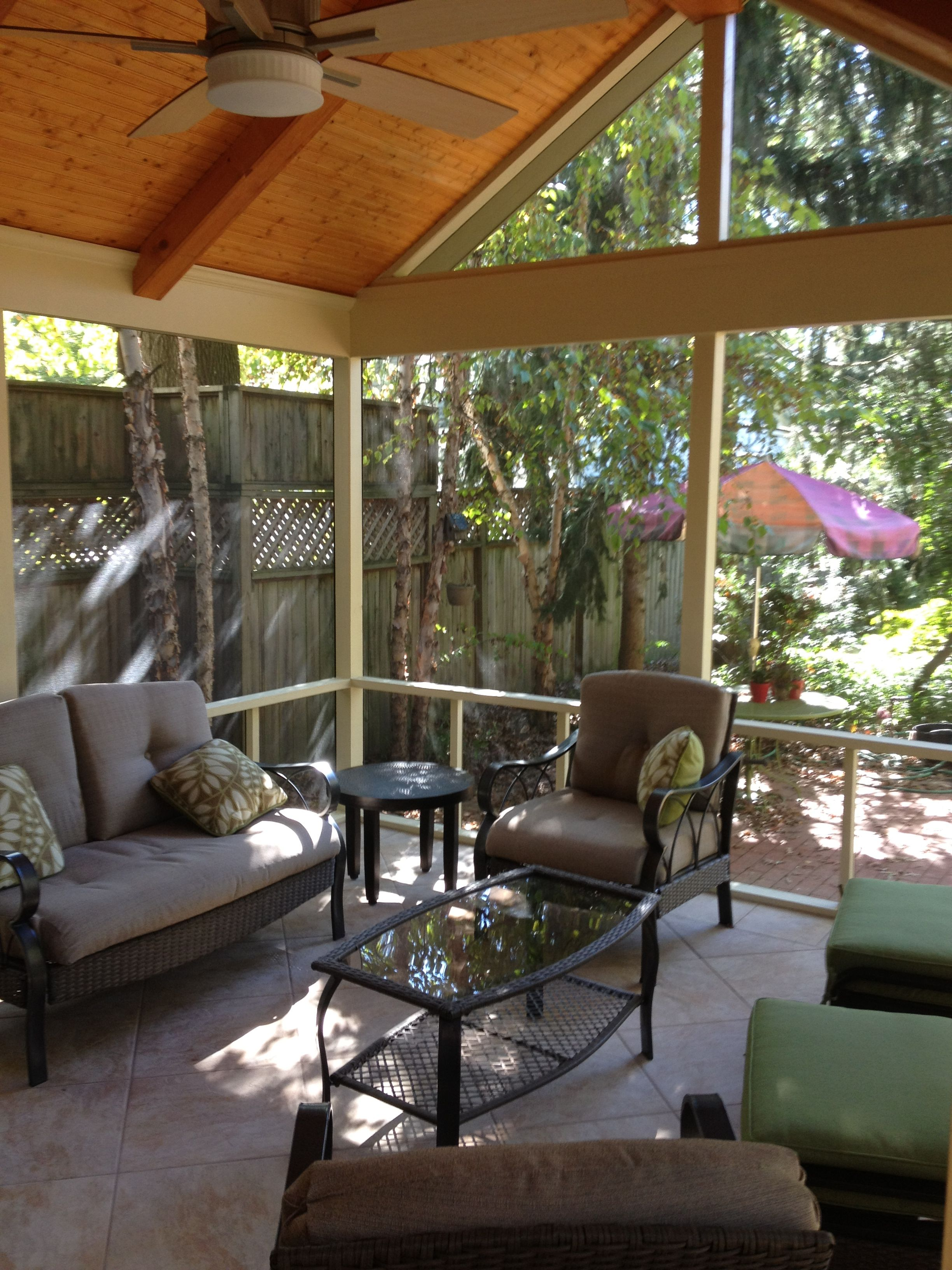Traditional Screen Porch With Vaulted Ceiling And Screentite Enclosure Screened Porch Beadboard Ceiling Transom Windows