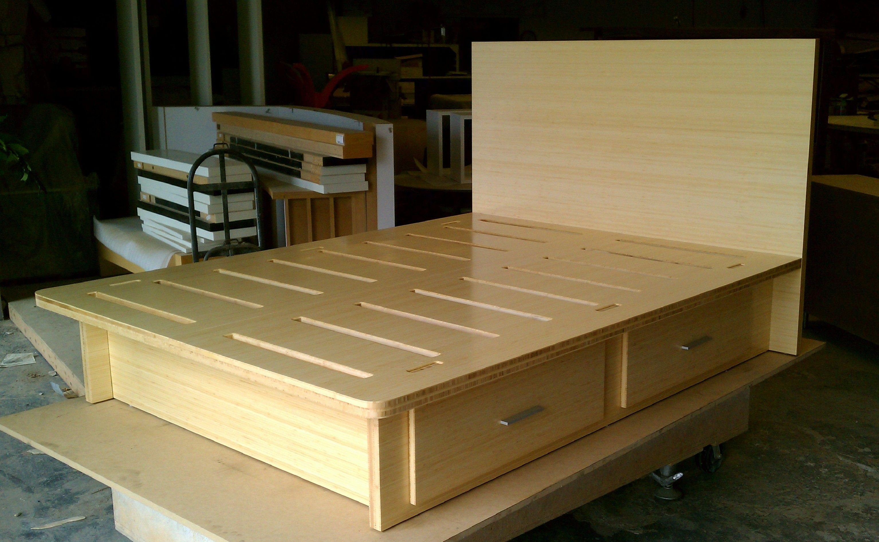 Platform bed, natural bamboo, queen size with 4 standard