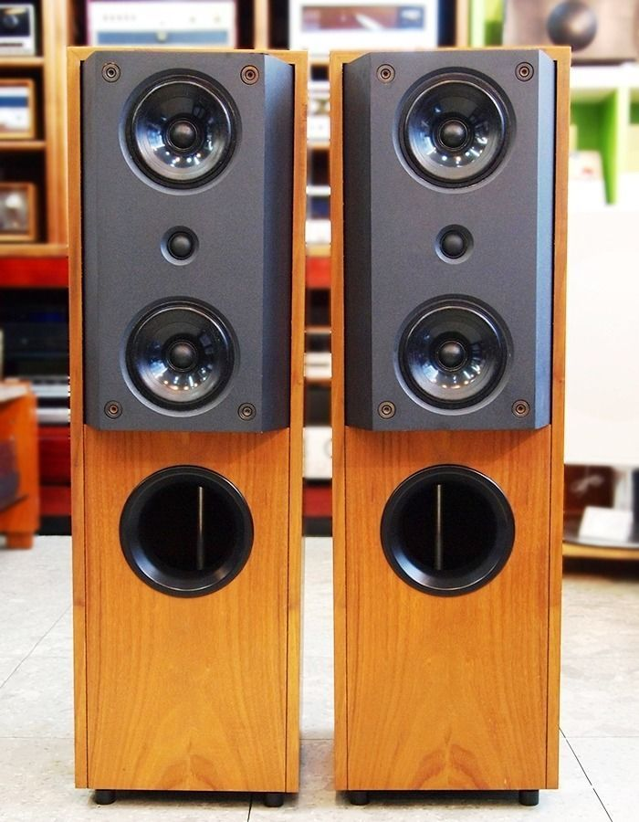 KEF 104 2 SPEAKERS FOR SALE SUPERB CONDITION THESE ARE THE LEGENDARY AND BEST