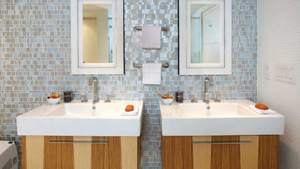 Bathroom Backsplash - Bathroom backsplashes can make a big