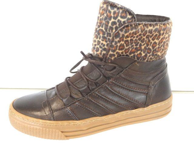 sneaker with leopard