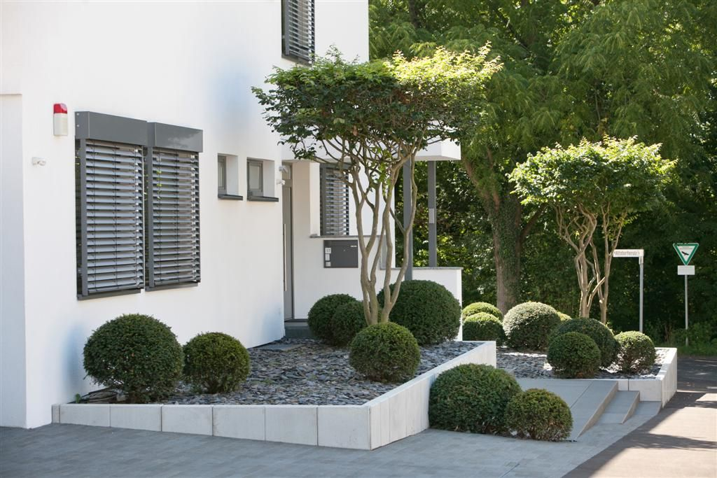 puristischer vorgarten aussenbereich garten garten ideen und vorgarten ideen. Black Bedroom Furniture Sets. Home Design Ideas